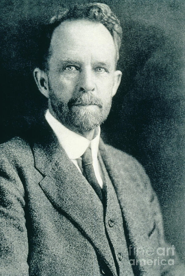 Science Photograph - Thomas Hunt Morgan, American Geneticist by Photo Researchers, Inc.