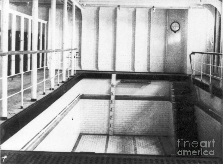 Titanic swimming pool photograph by granger - Was the titanic filmed in a swimming pool ...