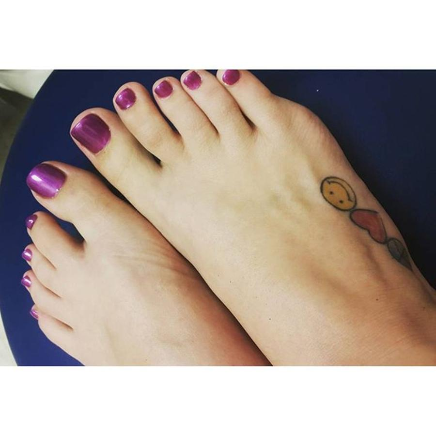 toes-tatoo-sexyfeet-feet-rose-wallace.jp