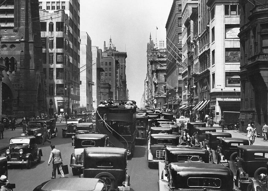 1930's Photograph - Traffic On Fifth Avenue by Underwood Archives