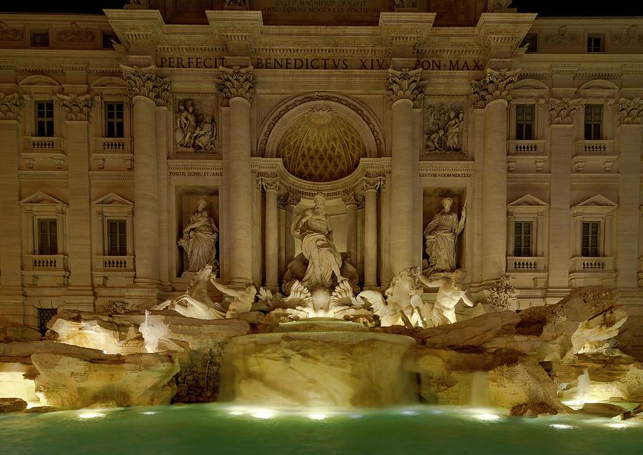 Trevi Fountain by Gary Lengyel
