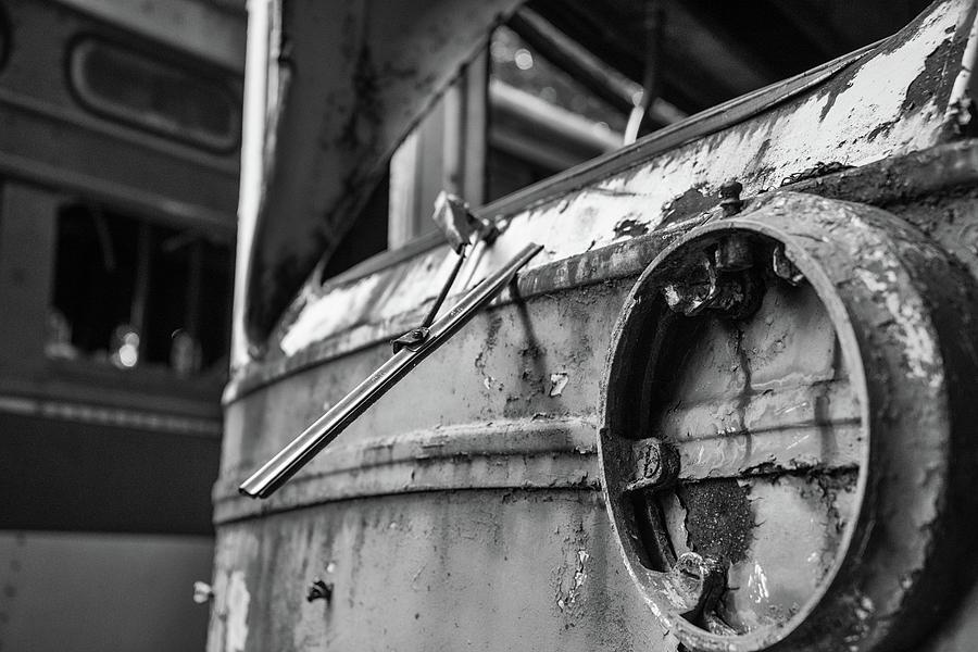 Trolley 1 by Lindy Grasser