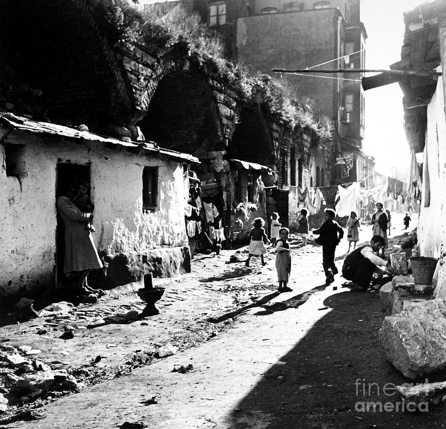 1952 Photograph - Turkey: Istanbul, 1952 by Granger
