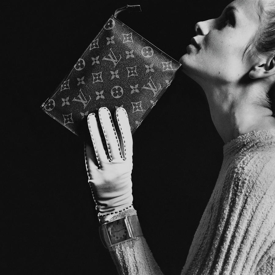 Twiggy Holding Louis Vuitton Envelope Bag Photograph by Bert Stern