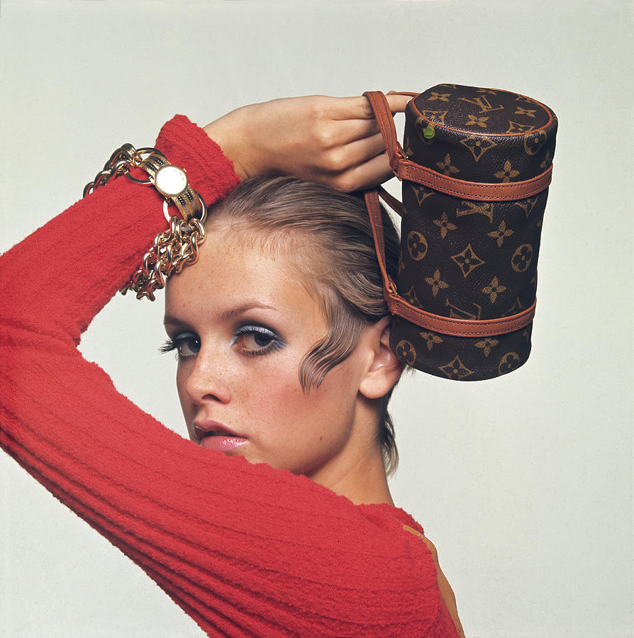 Twiggy With Louis Vuitton Purse Drawing by Bert Stern