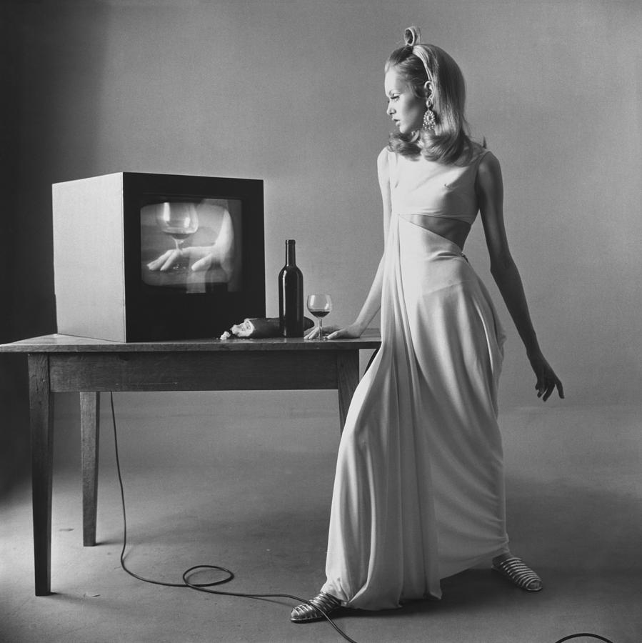 Twiggy With Television Monitor Photograph by Bert Stern