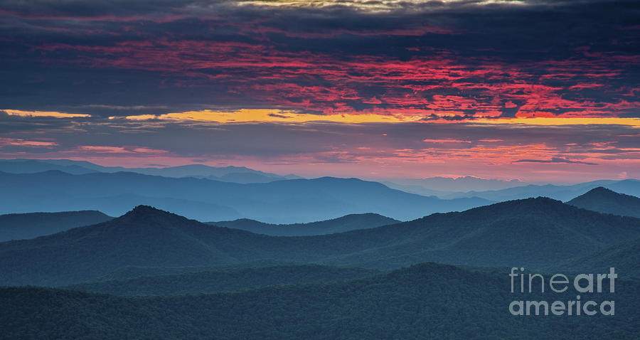 Blue Ridge Parkway Photograph - Twilight. by Itai Minovitz