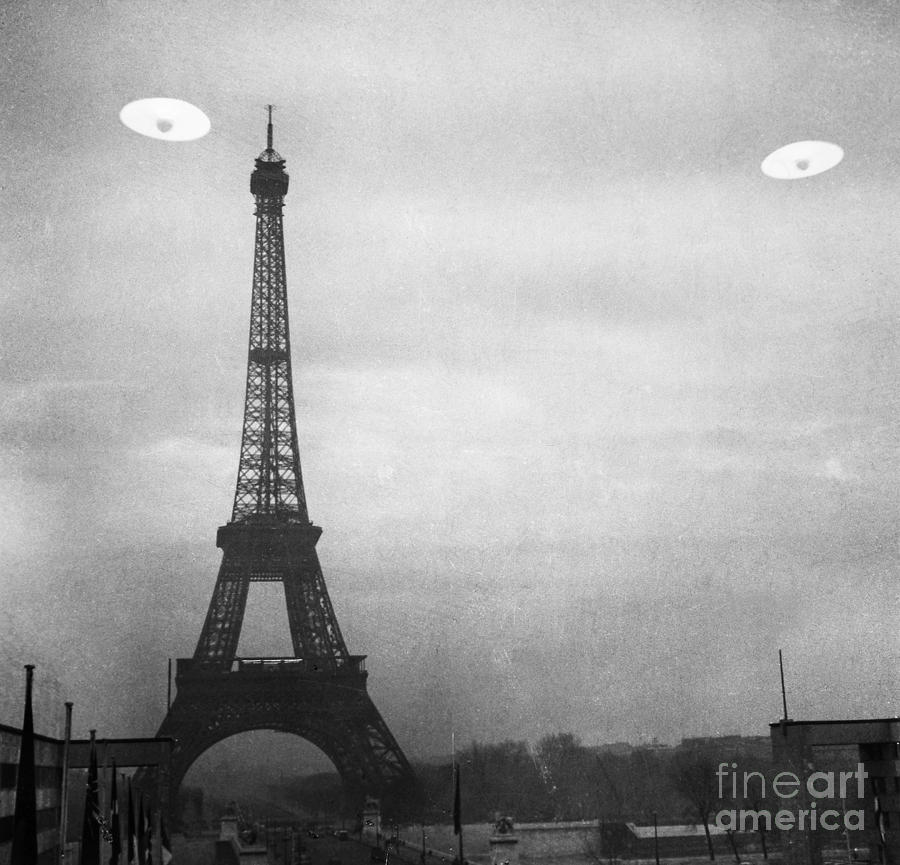 1950s Photograph - Ufo: Paris by Granger