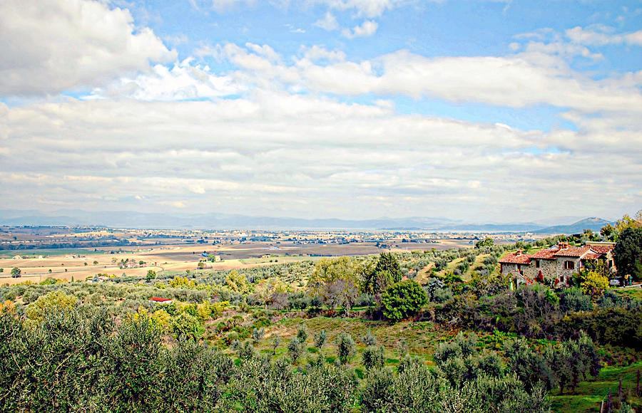 Lago Trasimeno Photograph - Umbrian View by Dorothy Berry-Lound