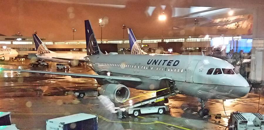 United Airlines A319 at Newark Airport by Jamie Baldwin