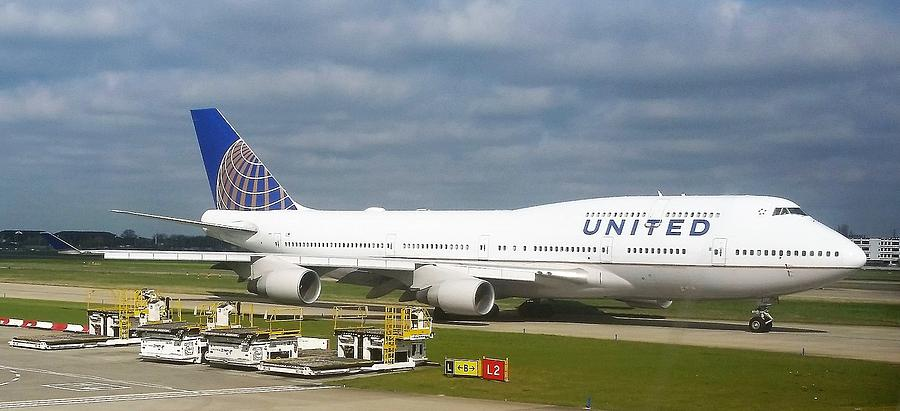 United Airlines Boeing 747-400 by Jamie Baldwin