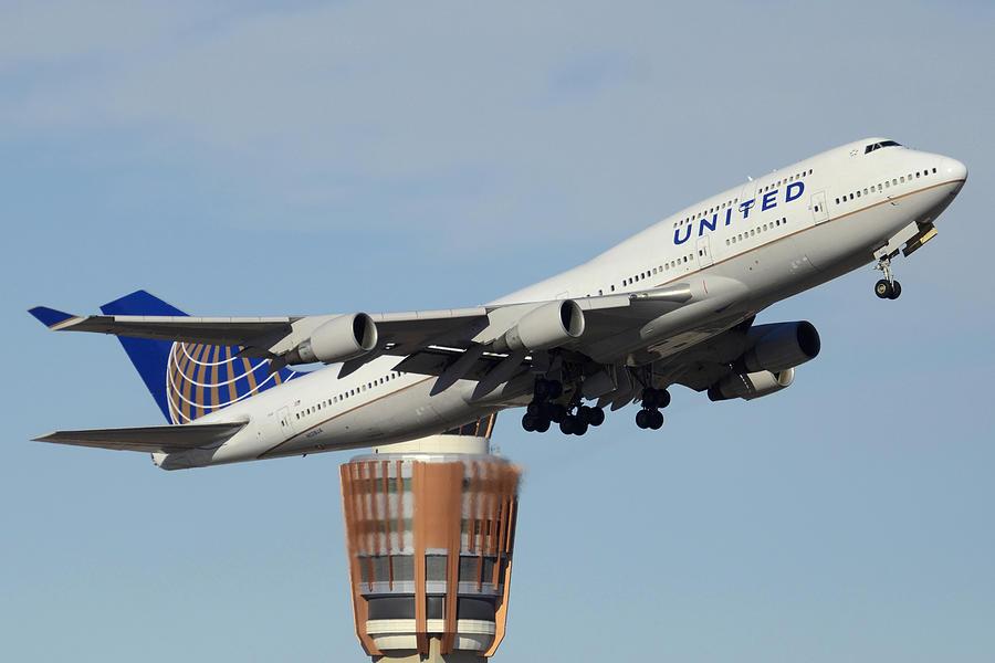 Airplane Photograph - United Boeing 747-422 N128ua Phoenix Sky Harbor January 2 2015 by Brian Lockett