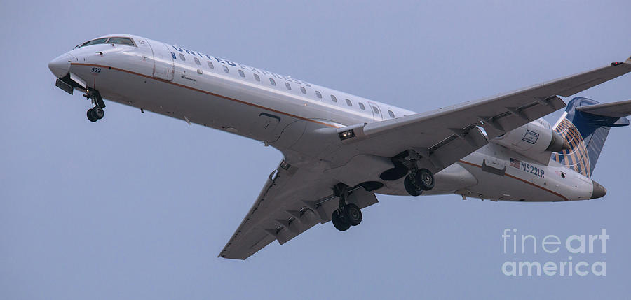 United N522lr On Final Approach Photograph