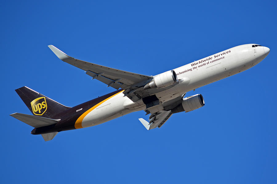 Airplane Photograph - Ups Boeing 767-34af N332up Phoenix Sky Harbor January 12 2015 by Brian Lockett