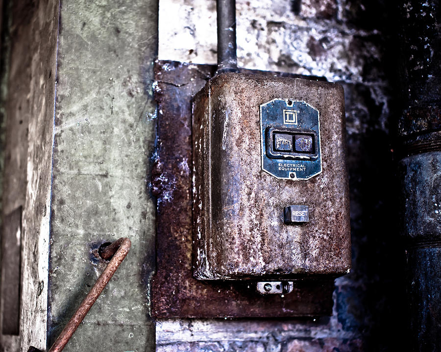 Box Photograph - Urban Decay  Start And Stop Box by Edward Myers