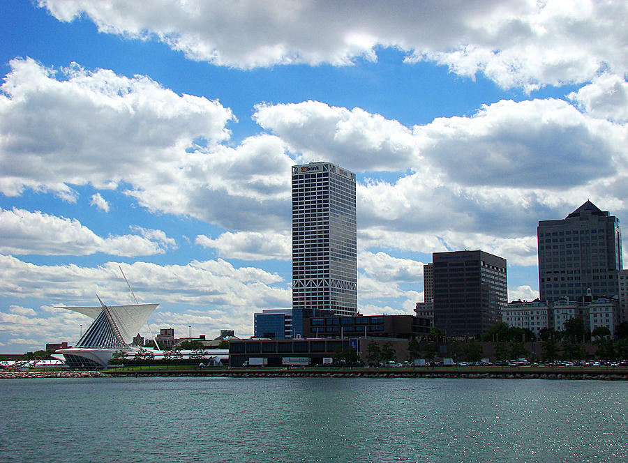 Milwaukee Photograph - Us Bank by Todd Zabel