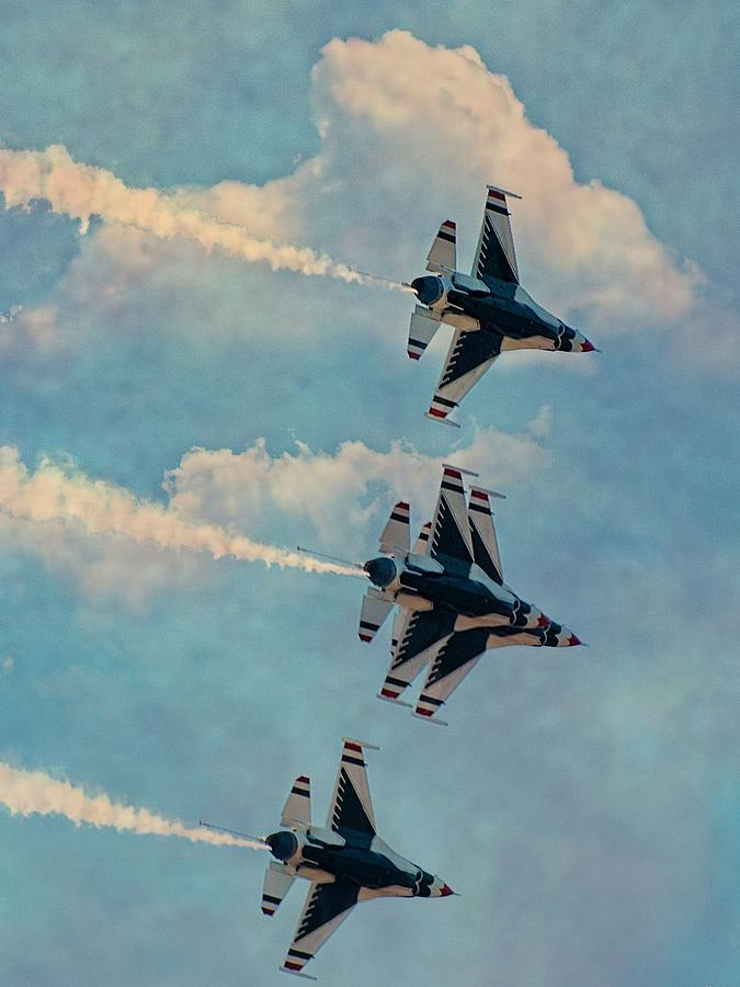 U.s.a.f. Thunderbirds Photograph by Robert Hayes