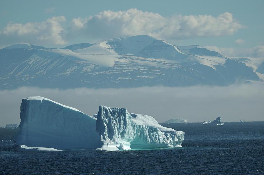 Uummannaq Photograph - Uummannaq Ice by Ian Ashbaugh