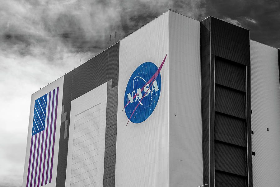 Travel Photograph - VAB by Andrew Bridwell