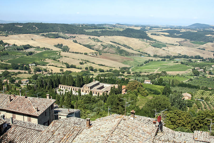 Val Di Chiana Photograph - Val di Chiana Italy by Sally Weigand