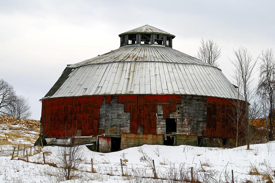 Barn Photograph - Vermont Round Barn by Deborah Benoit