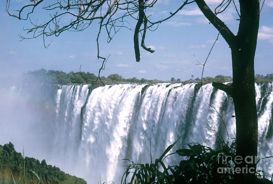 Nature Photograph - Victoria Falls by Photo Researchers, Inc.