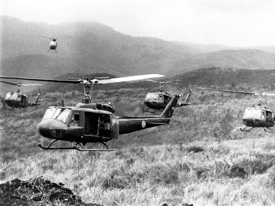 Vietnam War, American Helicopters by Everett