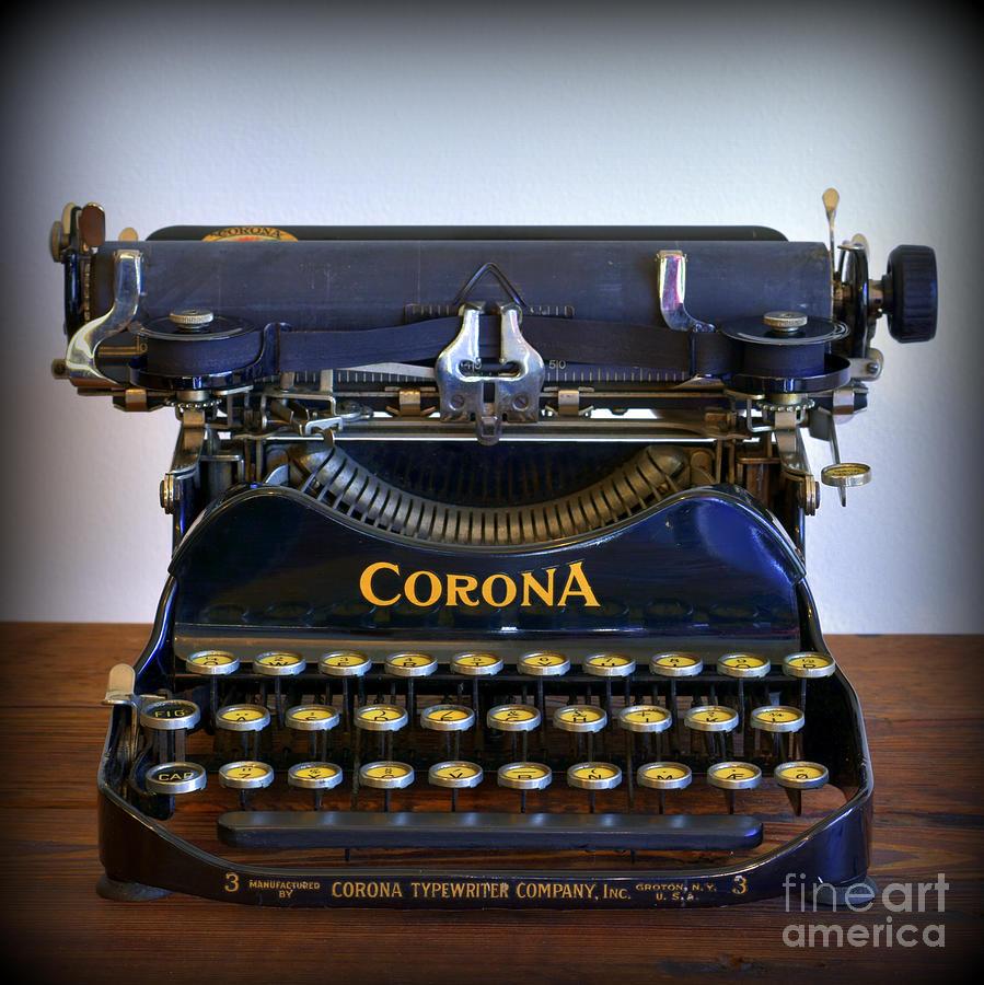 vintage-corona-typewriter-david-hinds.jpg