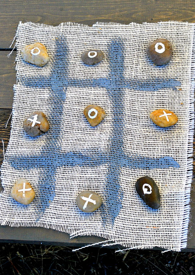 Vintage Photograph - Vintage Tic Tack Toe Game. by Oscar Williams