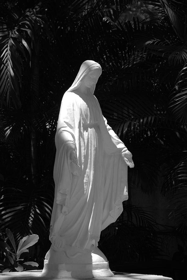 Black And White Photograph - Virgin Mary In Black And White by Rob Hans