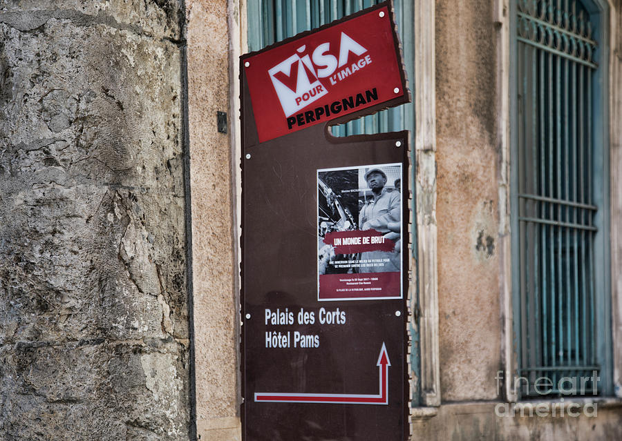 Visa Pour Limage Perpignan France Sign