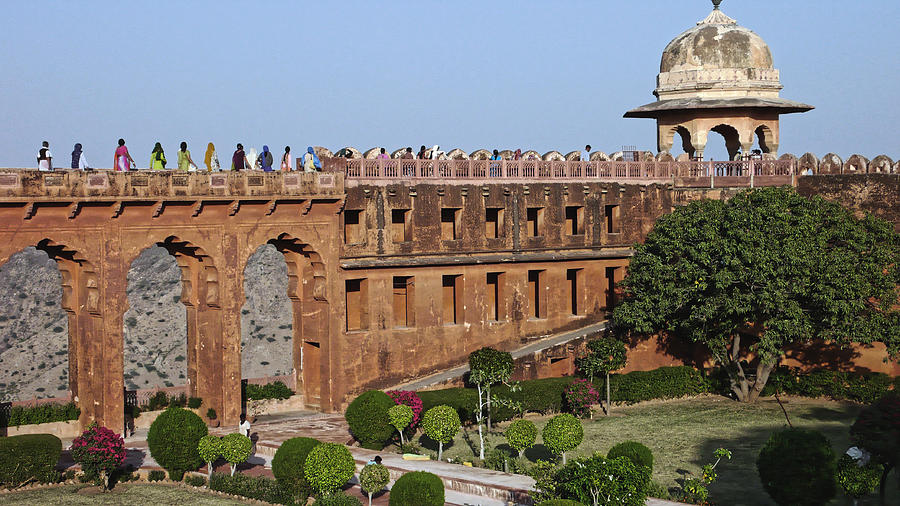 Visitors at Jaigarh fort, Jaipur 2007 by Chris Honeyman