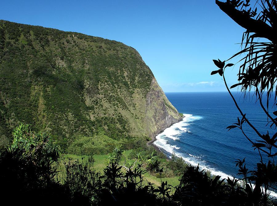 Hawaii Photograph - Waimanu Valley On Hawaii by Brendan Reals