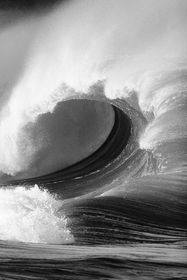65-pfs0065 Photograph - Waimea Bay Wave - Bw by Vince Cavataio - Printscapes