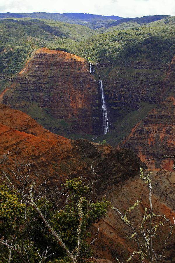 Waimea Photograph - Waimea Canyon Waterfall by Richard Hinds