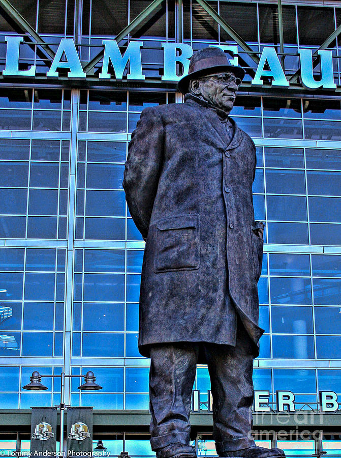 Lambeau Field Photograph - Waiting For Victory by Tommy Anderson