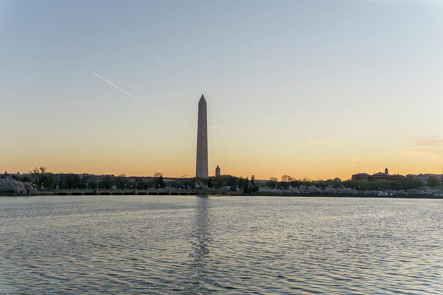 Washington Monument Photograph - Washington Monument Sunrise by Arthur English