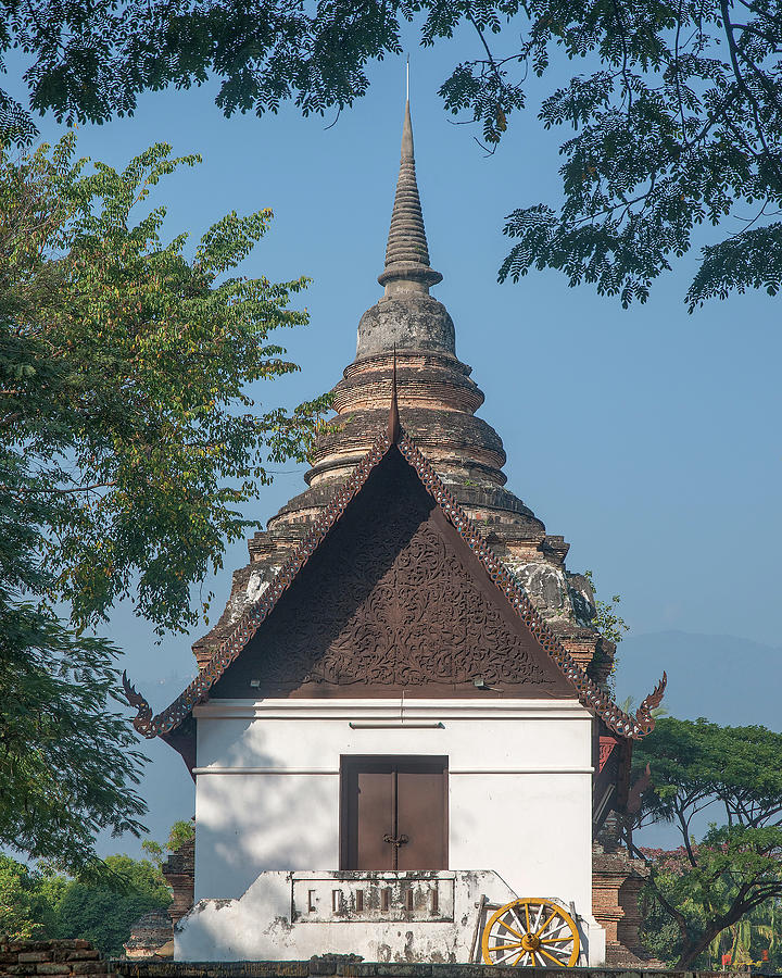 Scenic Photograph - Wat Jed Yod Phra Ubosot Dthcm0967 by Gerry Gantt