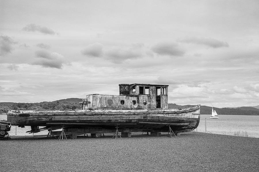Vessel Photograph - Welcome IIi by HW Kateley