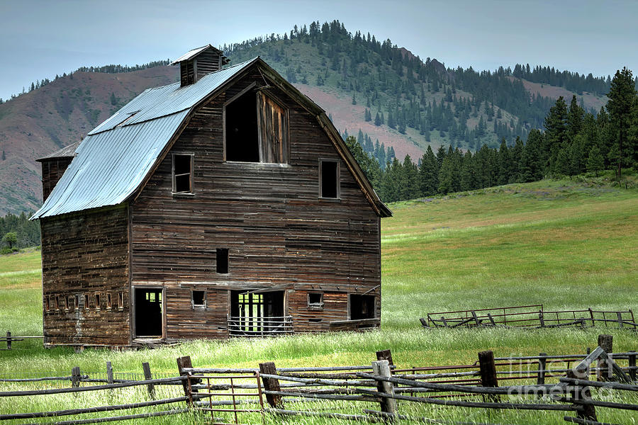 Barn Photograph - Wenatchee Barn 2 by Rick Mann
