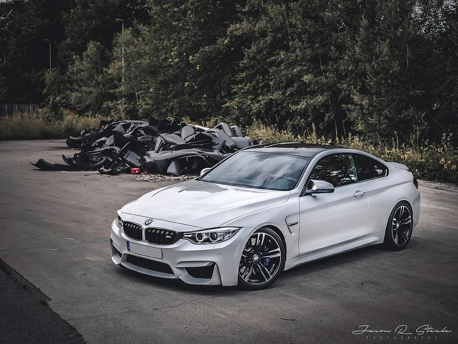 White Bmw F82 M4