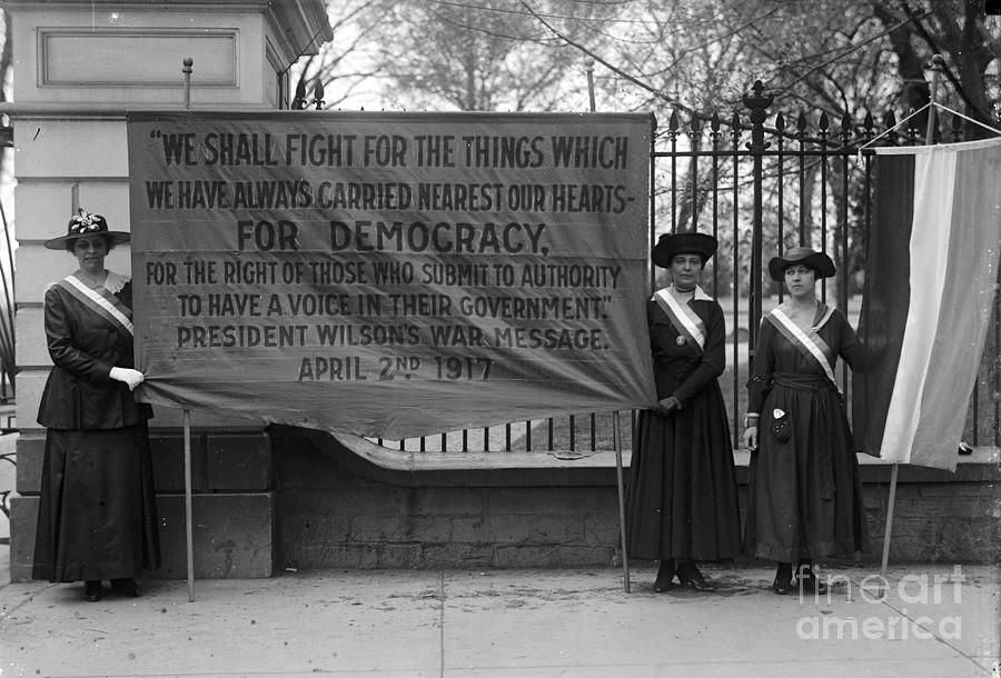 1917 Photograph - White House: Suffragettes by Granger