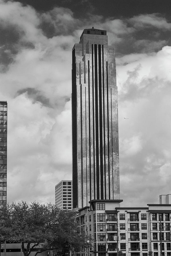 Houston Photograph - Williams Tower in Black and White by Allen Sheffield