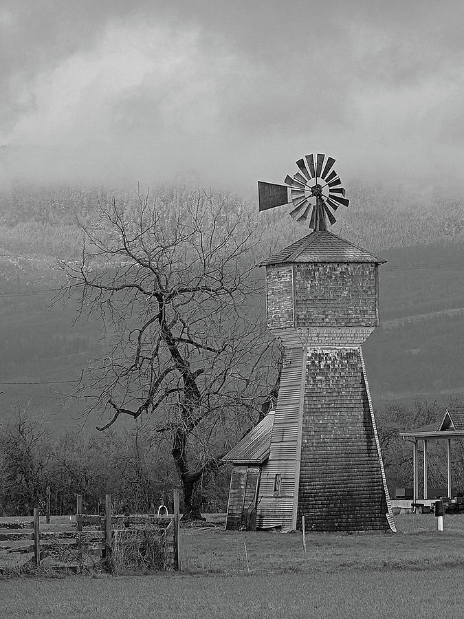 Windmill Photograph - Windmill Of Old by Suzy Piatt