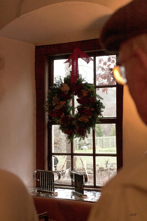 Window Photograph - Window Wreath by Lee Hartsell