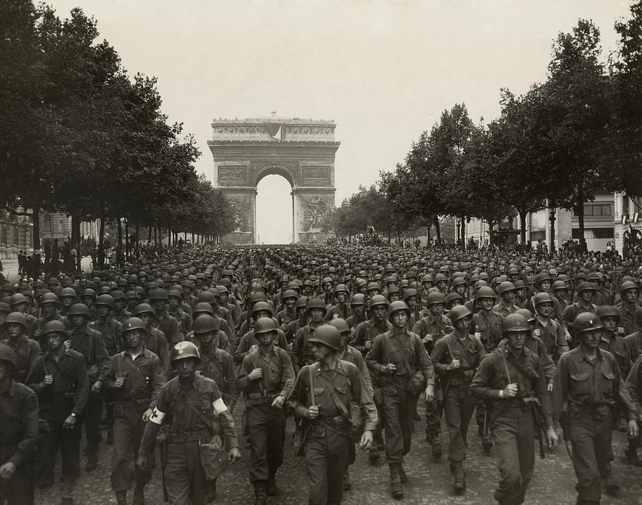 History Photograph - World War II. The Liberation Of Paris by Everett