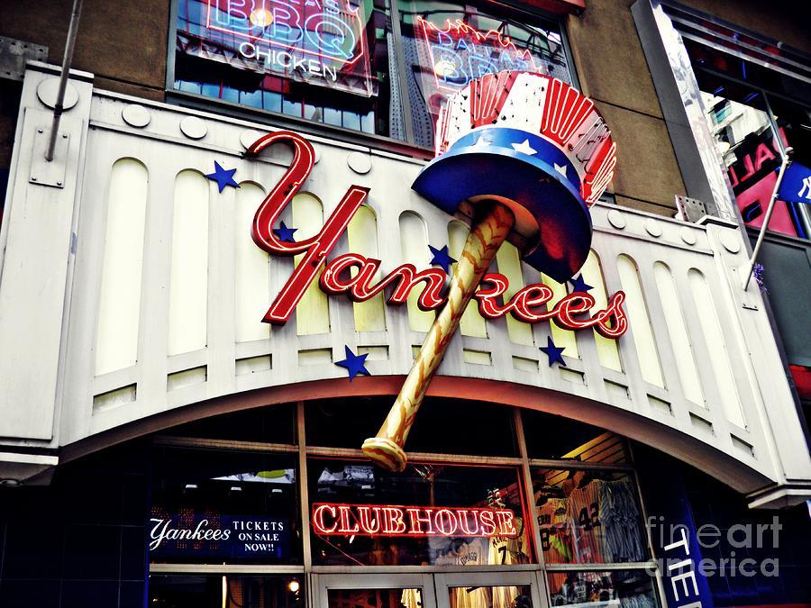 big sale ea150 109fc Yankees Club House Store