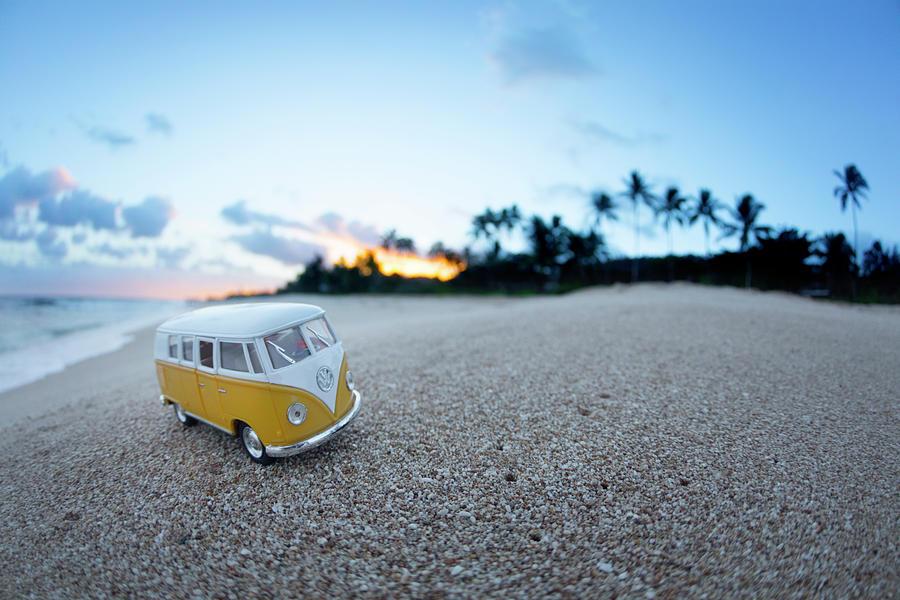 Kombi Photograph - Yellow Kombi Sunrise by Sean Davey