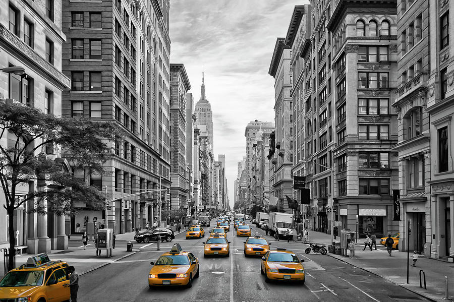 Fifth Avenue Photograph - 5th Avenue NYC Traffic by Melanie Viola