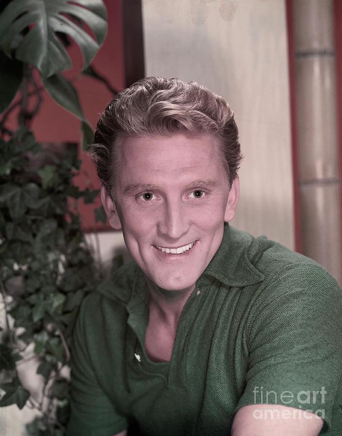Actor Kirk Douglas Photograph by Bettmann